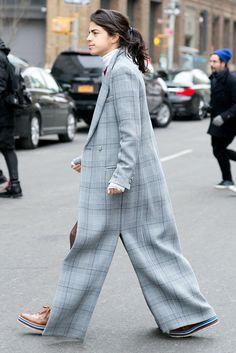 Man Repeller Fan del traje sastre, del estilo masculino, de crear tendencia y de la silueta oversize, el resultado de Leandre Medine en su estilismo no podía ser mejor.