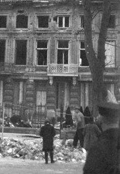 Op 4 en 15 februari 1941 vielen er brandbommen in Roermond. Meerdere huizen werden beschadigd. Rapport luchtbescherming van  4 februari: 'Bominslag, ongeveer 20 brandbommen op de Kapellerlaan en Maastrichterweg, 5 brisantbommen bij het einde van de Hendriklaan/Gebroek.'