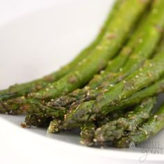 How To Cook Asparagus In The Oven - Fast & Easy - A step-by-step guide for how to cook asparagus in the oven! This oven roasted baked asparagus recipe is ready in under 20 minutes, with basic ingredients. It's the best way to cook asparagus! Sauteed Asparagus Recipe, Ways To Cook Asparagus, Grilled Asparagus Recipes, Oven Roasted Asparagus, Roasted Bacon, Parmesan Asparagus, Fresh Asparagus, How To Season Asparagus, Healthy Baking