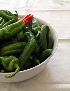 Briciole di Salute - ricette e consigli per mangiare in modo salutare: Torta salata di friggitelli e olive taggiasche - B...