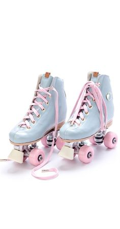 Pasel Pink & Baby Blue European Roller Skates Skating ~ Só na Antix Store você encontra Patins Candy Color com exclusividade na internet Roller Derby, Roller Skating, Rollers, Baby Blue, Pink Blue, E Skate, Skater Girls, Candy Colors, Quad