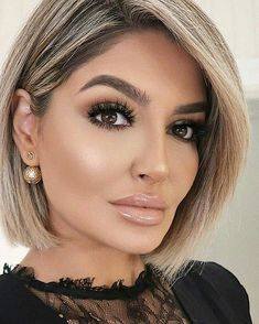 Brown Hair With Blonde Highlights, Ash Blonde Hair, Medium Short Hair, Medium Hair Cuts, One Hair, Hair Dos, Inverted Bob Hairstyles, Cool Hairstyles, Hairstyle Ideas