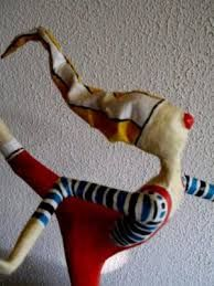 Resultado de imagem para esculturas de palhaços de papel mache