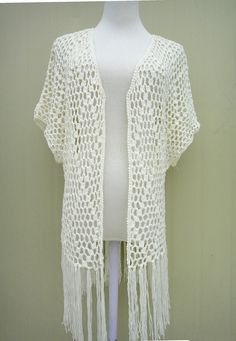 Crochet Fringe Kimono Cardigan Short Sleeve Perfect to creat a boho, hippie chic look or just as beach cover up for you favorite swimsuit. Gilet Kimono, Cardigan Kimono, Cardigan Au Crochet, Gilet Crochet, Fringe Kimono, Crochet Fringe, Fringe Cardigan, Boho Kimono, Short Sleeve Cardigan