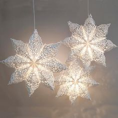 Wedding Star Lanterns - would look stunning as a Christmas decoration Christmas Mix, Swedish Christmas, Christmas Snowflakes, Christmas Crafts, Star Lanterns, White Lanterns, Hanging Lanterns, 3d Paper Snowflakes, Paper Stars