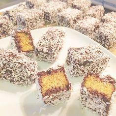 """Low Carb Mini Kuchen """"Schneeflöckchen"""" nach Čupavci und Lamington Art"""