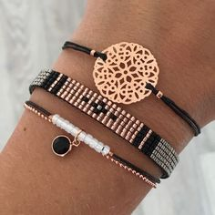 Tendance & idée Bracelets Description Set 'Rosegold & Black' - ✌ ▄▄▄Find more here: Click xelx.site/ PANDORA Jewelry More than Cute Jewelry, Jewelry Crafts, Beaded Jewelry, Jewelry Accessories, Handmade Jewelry, Jewelry Design, Gold Jewellery, Handmade Bracelets, Jewellery Shops