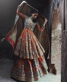 33 Pakistani Bridal Lehenga Designs to Try in Wedding – LooksGud. Pakistani Wedding Outfits, Indian Bridal Outfits, Indian Bridal Fashion, Indian Fashion Dresses, Pakistani Wedding Dresses, Pakistani Dress Design, Indian Designer Outfits, Pakistani Bridal Lehenga, Walima