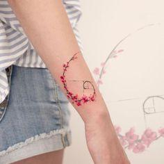 Explosion der Farben: Wunderschöne Aquarell-Tattoos von Koray Karagözler - I . Explosion of colors: beautiful watercolor tattoos by Koray Karagözler - I like this . Fibonacci Tattoo, Tatouage Fibonacci, Dr Tattoo, Shape Tattoo, Tattoo Fonts, Tattoo Outline, Tiny Tattoo, Tattoo Arm, Tattoo Quotes