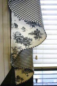 French Country Kitchens, French Country Bedrooms, French Country Living Room, French Country Style, French Country Curtains, French Decor, French Country Decorating, Country Kitchen Curtains, Kitchen Valances