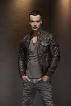 Joey Lawrence. how to wear a leather jacket. men's fashion and style