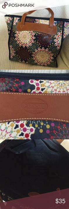 """Fossil purse Colorful Fossil purse. Coated canvas on the outside body & handles are leather. Outside is very clean. Inside of purse has some marks (see picture). This is a great bag, great size! 12"""" tall x 11.5"""" across x 4"""" wide. 9.5"""" strap drop ❌❌ No holds. No trades.❌❌ Fossil Bags Shoulder Bags"""