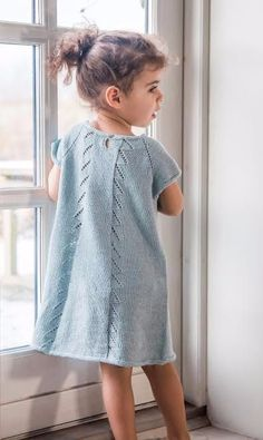 Knitting For Kids, Baby Knitting Patterns, Knit Baby Dress, Baby Cardigan, Toddler Fashion, Kids Fashion, Crochet Tunic Pattern, Baby Sweaters, Baby Girl Dresses