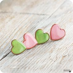 Stud earrings  Set of 2  Grass green  and Pearly pink by Dariami