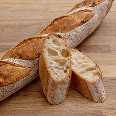 冷蔵発酵をさせたフランスパン(辻製菓専門学校さま提供レシピ)