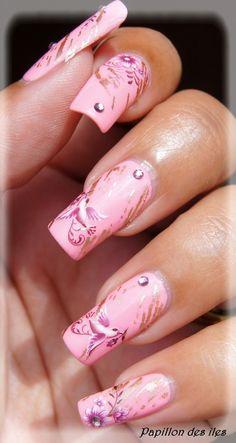 Shop www.parlezenauxcopines.com Nail art stamping APIPILA P2 et water decal G087 sur le vernis ANDREIA 132.  Commandez le tout dès maintenant en ligne.