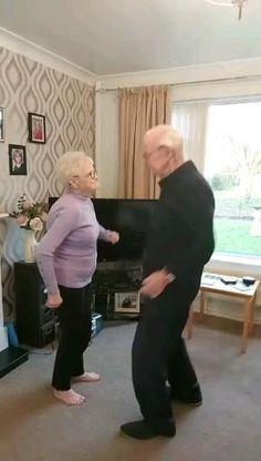 Cute Gif, Funny Cute, Hilarious, Cool Dance Moves, Video Humour, Old Couples, Cute Stories, Funny Short Videos, Funny Clips