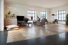 eiken parket | visgraat patroon | luxe woonboerderij | krijtwas | natuurstenen vloer