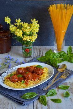 Passions, hobbies, life: Spaghetti z pulpecikami w sosie pomidorowym