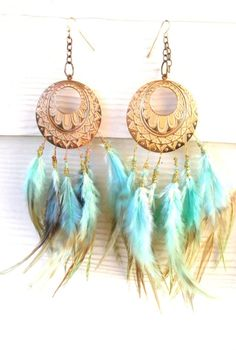 Dreamcatcher-esque.  Love the color of the feathers