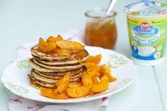 Placuszki twarogowe z konfiturą i morelami Pancakes, Breakfast, Food, Morning Coffee, Essen, Pancake, Meals, Yemek, Eten