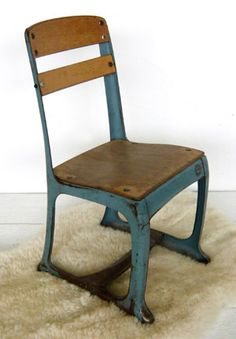 VG269 - American school chair
