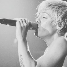 """""""Oddisey Arena, Belfast (2008-2009) --> @bethwsh singing Baby I'm Gonna Leave You by Led Zeppelin at the Funhouse tour.  I don't own this pic! Just sharing…"""""""
