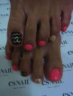 Cute toe nail design!