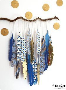 Déco : Ma Branche Plumes Or de Bombay Plus We are want to say thanks if you like to share this post to another people . Diy And Crafts, Crafts For Kids, Arts And Crafts, Paper Crafts, Feather Painting, Feather Art, Stone Painting, Paper Feathers, Painted Feathers