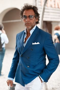 Sprezzatura-Eleganza Love this look. So relaxed yet very elegant and stylish.