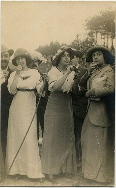 Womens Fashion, Portugal  (1913)