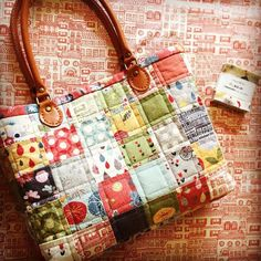 Who'd have thought that 2 of these little candy packs from Moda would turn into something so lovely.  #harryandfloss #unitednotions #showmethemoda #patchwork #patchworkbuttheeasyway #bagmaking