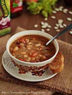 Wiem co jem - Pożywna zupa fasolowa z boczkiem i czosnkowymi grzankami