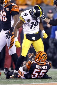 JuJu Smith Schuster Photos JuJu Smith Schuster 19 of the Pittsburgh Steelers stands over Vontaze Burfict 55 of the Cincinnati Bengals after a hit during the second half at Paul Brown Stadium on December 2017 in Cincinnati, Ohio. Pittsburgh Steelers Pictures, Pittsburgh Steelers Wallpaper, Pittsburgh Steelers Players, Nfl Football Players, Pittsburgh Sports, Cincinnati Bengals, Pitsburgh Steelers, Steeler Football, Steelers Stuff