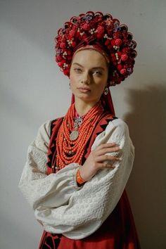 Traditional Dresses, Traditional Art, Polish Embroidery, Eslava, Russian Fashion, Russian Style, Folk Fashion, Ethnic Fashion, Floral Headdress