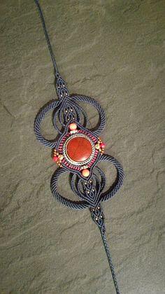 Bracelet manchette en macramé et pierres fines
