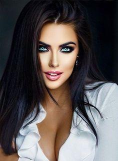 Beautiful Women Pictures, Beautiful Girl Image, Gorgeous Women, Most Beautiful Eyes, Stunning Eyes, Beauty Full Girl, Beauty Women, Brunette Beauty, Hair Beauty