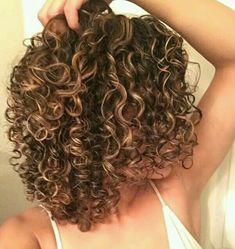 30 Neue Curly Bob Frisuren 2017 - 2018 - hair styles for short hair Bob Haircut Curly, Short Curly Hair, Short Hair Cuts, Curly Hair Styles, Natural Hair Styles, Spiral Perm Short Hair, Curly Girl, Short Hair Perms, Natural Curls