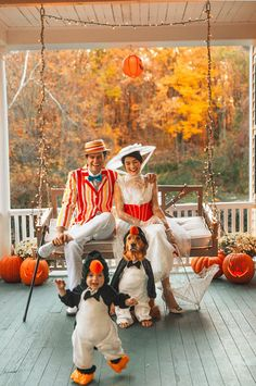 DIY Disney Halloween Costumes for Kids & Adults - Hike n Dip Celebrate Halloween with some DIY Disney Halloween Costumes. Here are best Disney movies based DIY Halloween costumes for kids, adults, couples and family. Disney Halloween Costumes, Theme Halloween, Halloween 2019, Holidays Halloween, Halloween Crafts, Happy Halloween, Disney Family Costumes, Mary Poppins Halloween Costume, Matching Family Halloween Costumes