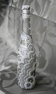Julia Levashova -puntillismo, dot to dot art Zentangles in oil paint pens. Glass Bottle Crafts, Wine Bottle Art, Painted Wine Bottles, Diy Bottle, Bottle Vase, Bottles And Jars, Glass Bottles, Mason Jars, Lighted Wine Bottles