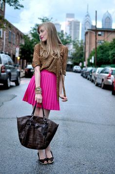 Magenta skirt and leopard print top? This outfit is cool! Hot Pink Skirt, Pink Pleated Skirt, Office Outfits, Casual Outfits, Cute Outfits, Work Outfits, Eat Sleep Wear, Red Skirts, Spring Fashion