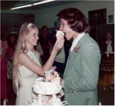 and on there wedding 🎩 👰 Celebrity Wedding Photos, Celebrity Weddings, Patsy Swayze, Period Drama Movies, Lisa Niemi, Patrick Wayne, Jennifer Grey, Idole, Michelle Pfeiffer