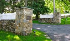 Pictures of Driveway Entrances Landscaping Rock Driveway, Driveway Entrance Landscaping, Driveway Gate, Fence Gate, Driveway Ideas, Fence Ideas, Cobblestone Driveway, Fencing, Brick Columns