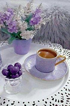 Coffee and flowers Good Morning Coffee, Coffee Break, Coffee Time, Tea Time, Coffee Drinks, Coffee Cups, Tea Cups, Tea And Books, Lavender Tea