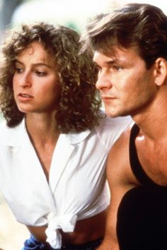 Dirty Dancing ***Throwback Thursday*** is a 1987 American romantic drama film. Written by Eleanor Bergstein and directed by Emile Ardolino, the film stars Patrick Swayze and Jennifer Grey in the lead roles, as well as Cynthia Rhodes and Jerry Orbach. Jennifer Grey, Richard Gere, Movie Stars, Movie Tv, Lisa Niemi, Films Cinema, Movie Guide, Movie Couples, Hollywood