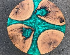 The colors on this table are just so vivid and really pop out! NicheResin for more amazing Resin/Epoxy videos amp;Love this Tag a friend!Post notifications on bowoodco is the creator. Epoxy Wood Table, Epoxy Resin Table, Epoxy Table Top, Diy Epoxy, Resin Crafts, Resin Art, Wood Crafts, Resin Patio Furniture, Outdoor Furniture