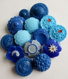 VINTAGE GLASS BUTTONS BLUE FLOWERS FLORALS 14 pcs. noelhumphrey on eBay.co.uk