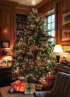Creative Ideas For Christmas Home Decor - Page 37 of 41 - Life Tillage Cosy Christmas, Christmas Time Is Here, Christmas Scenes, Merry Little Christmas, Christmas Is Coming, Beautiful Christmas, Christmas Lights, Xmas, Christmas Aesthetic