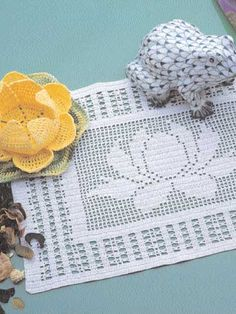 Waterlily Centerpiece and Filet Doily filet work with diagram