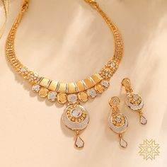 Manubhai Jewellers offers a wide selection of gold & diamond earrings, necklaces, rings, & bangles. Visit our store in Borivali to check out the latest jewellery designs. Gold Earrings Designs, Gold Jewellery Design, Handmade Jewellery, Gold Designs, Antique Jewellery, Mehndi Designs, Gold Necklace Simple, Gold Jewelry Simple, Gold Set